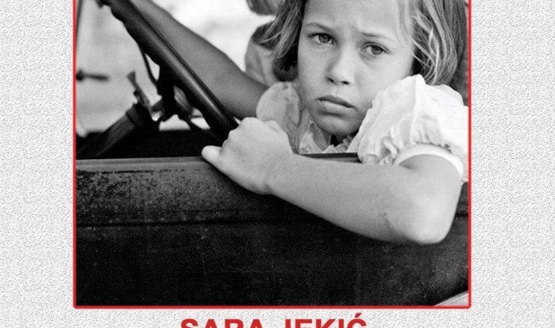 Sara Jekić – Samo se očima iskreno voli
